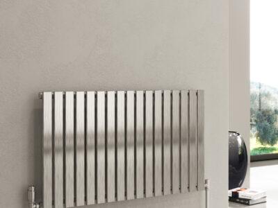 Reina Flox single horizontal on a a beige wall