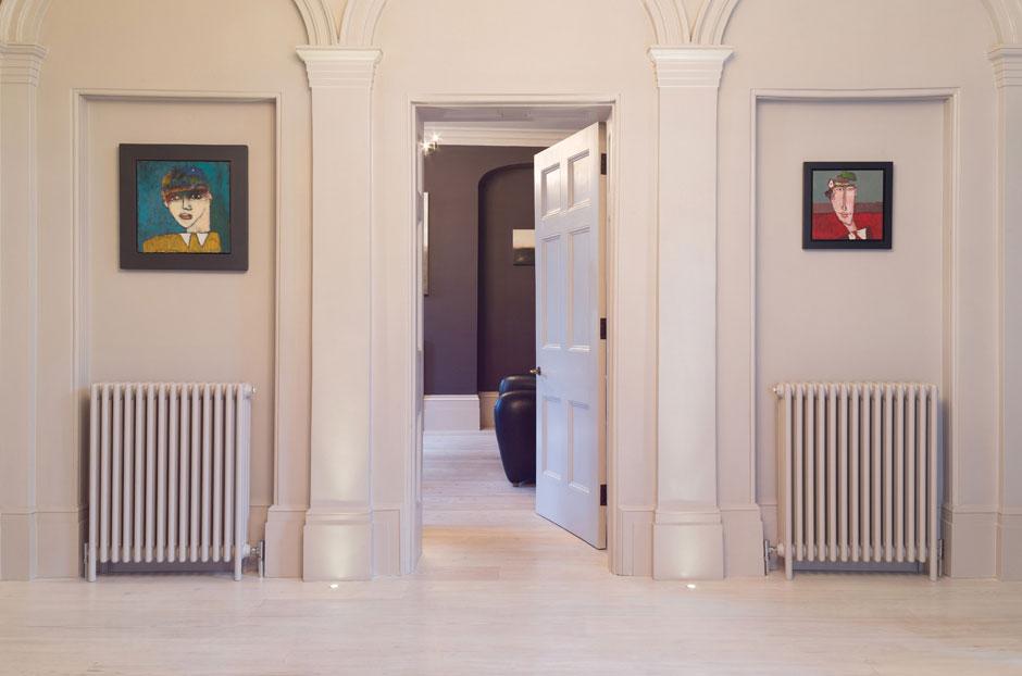 07-classic-radiators-in-pergammon-in-hallway